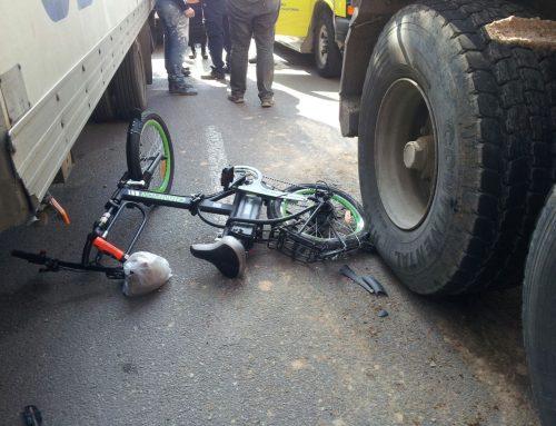 ירון הולנדר עצבני על האופניים החשמליים